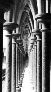 colonelles du cloitre de l'abbaye St Michel