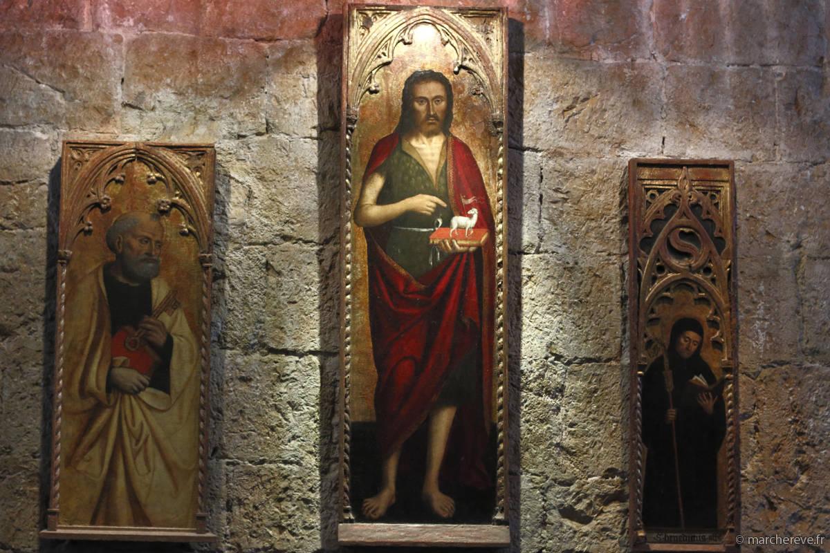 Tableaux dans le réfectoire du cloitre de l'abbaye de Lerins