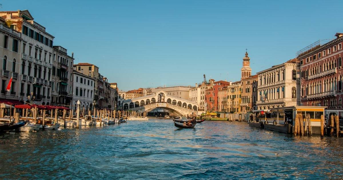 Venise. vue sur le pont du rialto