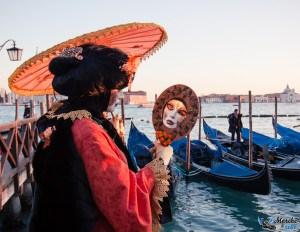 Personnes déguisées sur la place san Marco au carnaval de Venise 2015