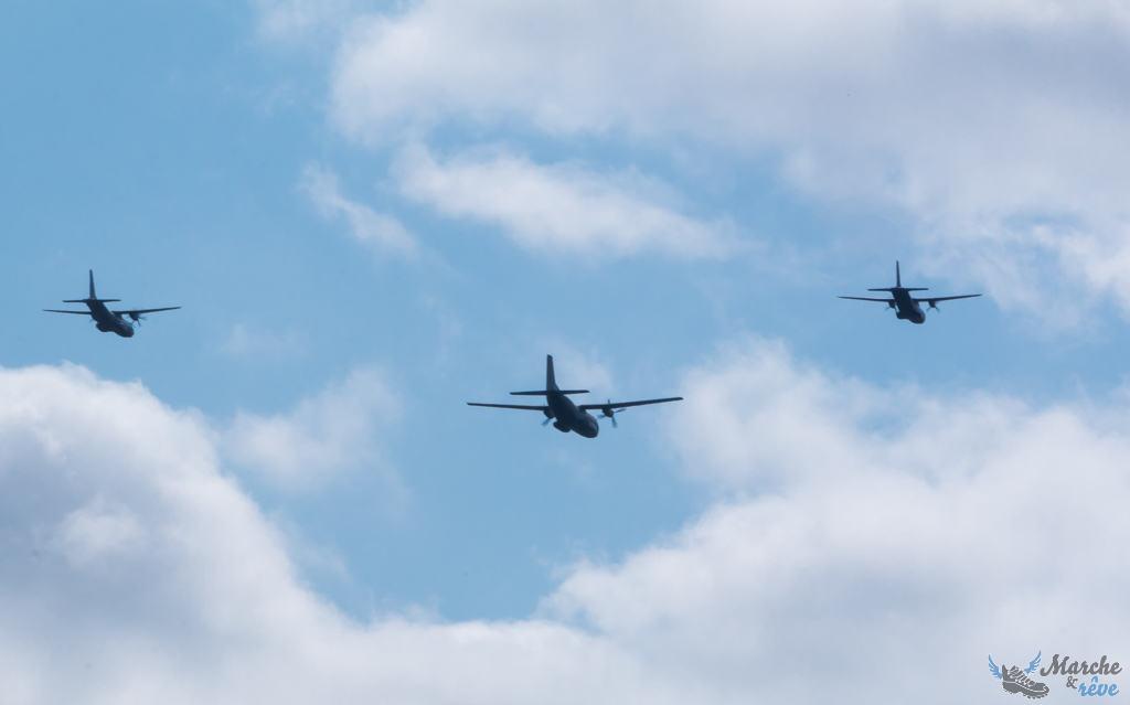 Un C160 (centre) accompagné d'un CN295 (gauche) et d'un CN235