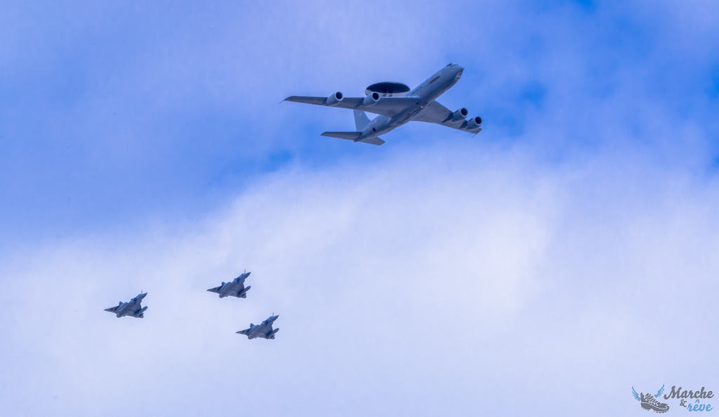 Un C135 suivi de 3 Rafales B