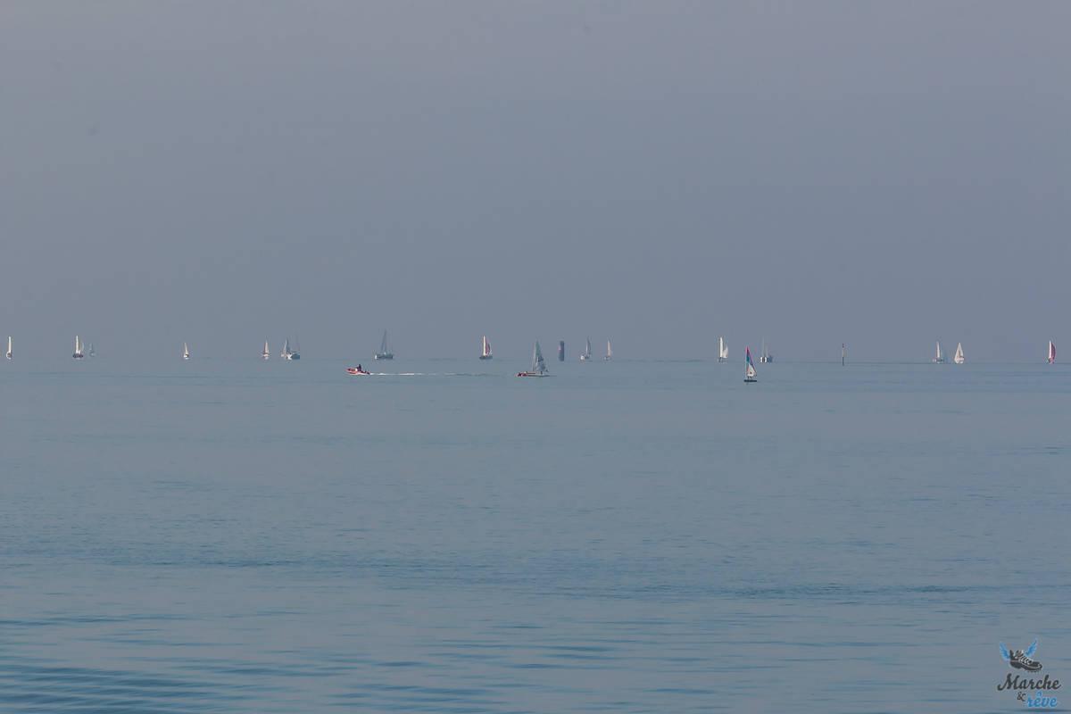 Vue sur le large depuis le vieux port de la Rochelle