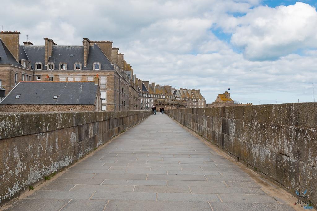 balade sur les remparts à Saint Malo