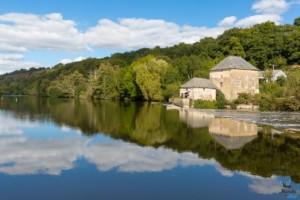 Ecluse de la Benâtre le long de la Mayenne